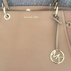 Michael Kors Bags - Michael kors cream bag!